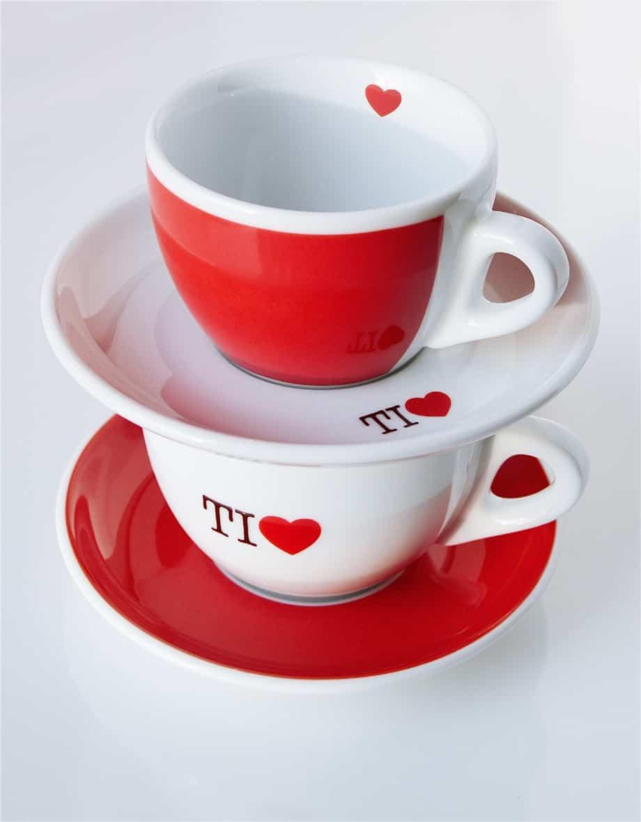 A San Valentino cosa c'è di più romantico che fare colazione insieme con le tazze dal cuore rosso?
